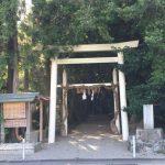 境内をJRの線路が走る神社、飯野高宮神山神社(いいのたかみやこうやまじんじゃ)